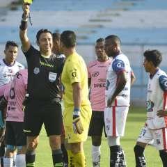 Dos futbolistas fueron expulsados y uno acumuló su quinta tarjeta amarilla. Foto: API