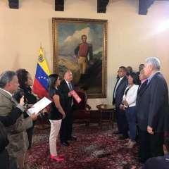 La juramentación transcurrió en privado en la sede de la Cancillería, en Caracas. Foto: Twitter @Irwingroca