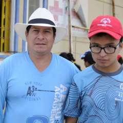 Héctor Gumán (i.) vino desde Cuenca para respaldar a su hijo Bryan. Foto: API