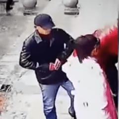 La curiosa grabación, filmada en China, ha encendido en las redes sociales más asombros que alertas. Foto: YouTube