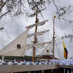 El buque es la nave de formación de oficiales de la Marina ecuatoriana. Foto: Twitter @GyeTurismo