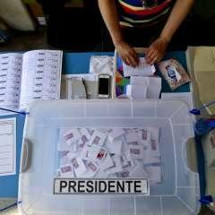 Ni Piñera ni Guillier lograron un 50% más un voto para ganar en primera ronda. Foto: AP