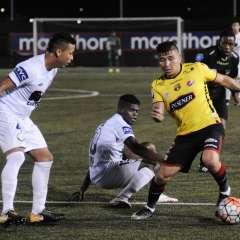 El lateral ecuatoriano tiene un problema muscular que lo alejará dos semanas más de las canchas. Foto: API
