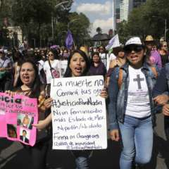 En México un grupo de mujeres marchan en contra de la violencia de género. Foto: La nota latina