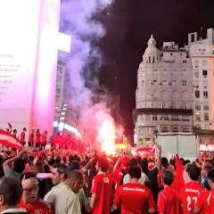 """Hinchas de Independiente celebraron un nuevo título del llamado """"Rey de Copas""""."""