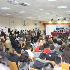 El encuentro de Lenín Moreno con los compatriotas se dio en Madrid. Foto: Twitter Presidencia