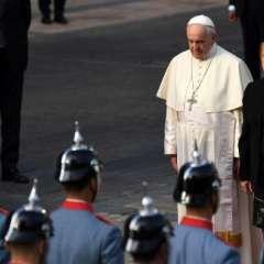 Activistas exigieron al papa que actúe para desterrar la pederastia. Foto: AFP