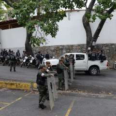 Acceso a principal morgue de Caracas fue restringido por efectivos armados. Foto: AFP