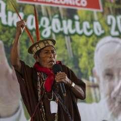 Ashaninka David Barbosa participa en un encuentro de indígenas de la Amazonía en Puerto Maldonado, en la provincia de Madre de Dios, Perú, el 18 de enero de 2018, en la víspera de la visita del papa Francisco a la región. Foto: AP