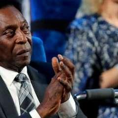 El astro brasileño Pelé sufrió un desmayo y tuvo que ser hospitalizado de urgencia.