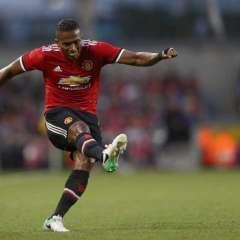 El ecuatoriano Antonio Valencia fue titular y capitán del Manchester United en su cuarta victoria consecutiva.
