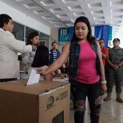 Culimna el primer simulacro electoral a nivel nacional del referendo y consulta popular. Foto: API