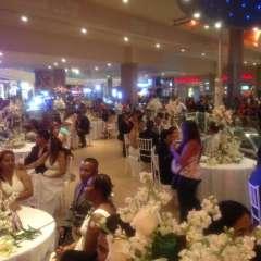 GUAYAQUIL, Ecuador.- 30 parejas se reunieron para oficializar su compromiso en una ceremonia organizada por el Registro Civil de Guayaquil. Foto: Ecuavisa.