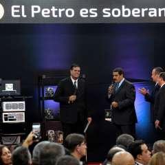 Moneda virtual fue lanzada frente a los graves problemas financieros del país. Foto: AFP