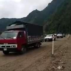 Los trabajos de limpieza continuarán en el kilómetro 54 de la vía Alóag-Santo Domingo. Foto: Captura
