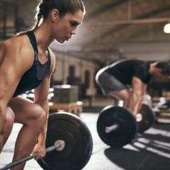 El entrenamiento de pesas ofrece muchos beneficios al cuerpo.