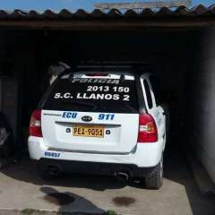 QUITO, Ecuador.- Los policías fueron hallados dentro de este vehículo que se encontraba estacionado. Foto: cortesía