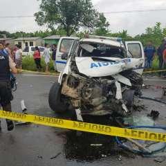 BUENA FE, Ecuador.- Los ocupantes de este vehículo resultaron heridos y fueron trasladados a una casa de salud. Foto: cortesía