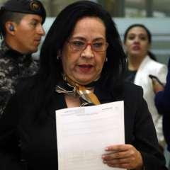 Moreno abandonó su despacho tras recibir notificación de suspensión temporal del cargo. Foto: API