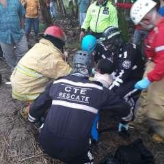 Miembros de la CTE y del Cuerpo de Bomberos de El Triunfo atendieron a los heridos. Foto: cortesía