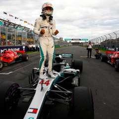 El británico Lewis Hamilton parte como gran favorito para revalidar el título de la F1.