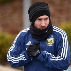 Messi no jugó con su selección por problemas en los aductores, se espera verlo ante España.