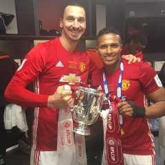 Zlatan Ibrahimovic quedó sorprendido por los tuits en inglés de Antonio Valencia.