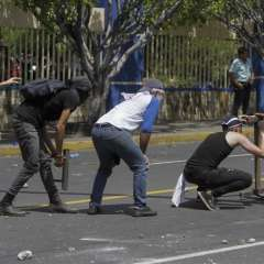 Las medidas fueron criticadas desde todos los sectores económicos y por expertos. Foto: AFP