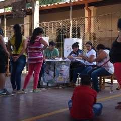 Paraguayos votan entre el derechista Mario Abdo Benítez y el liberal Efraín Alegre. Foto: AFP