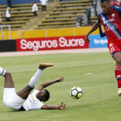 Los 'albos' perdieron 2-1 en el estadio Olímpico Atahualpa. Foto: API