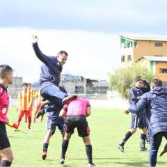 Un miembro del cuerpo técnico de la Católica agredió al árbitro en un partido de la Sub-18. Foto: Gonzalo Melo