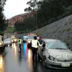 Se cerró el carril izquierdo en sentido sur-norte sobre la avenida Mariscal Sucre. Foto: AMT