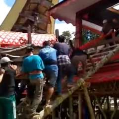 El accidente se produjo el viernes en el valle de Parinding, en el suroeste de la isla. Foto: Captura