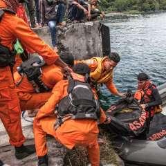 Unos 180 desaparecidos en naufragio de un barco en Indonesia. Foto: AFP