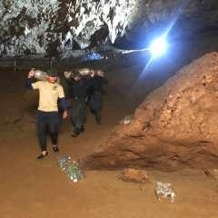 TAILANDIA.- Los buzos buscan una manera de pasar por las cámaras del complejo de cuevas. Foto: AP
