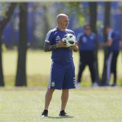 El entrenador argentino estuvo un año en el cargo. Foto: AP Foto/Ricardo Mazalán