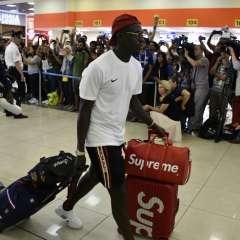 MOSCÚ, Rusia.- Cientos de fanáticos despidieron a Paul Pogba. Foto: AFP