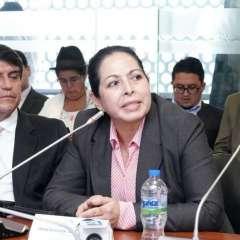 """""""Lo que ha vivido mi familia ha sido una persecución"""", dijo Patricia Ochoa durante reunión. Foto: Twitter Marcela Aguiñaga."""