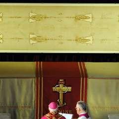 La célebre reliquia es un lienzo de 436 centímetros de largo. Foto: AP.