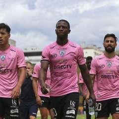 El delantero argentino (d.) se encuentra actualmente sin equipo tras salir de Independiente. Foto: API