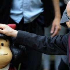 Quino dijo que se han difundido imágenes falsas de Mafalda con un pañuelo azul.  Foto: AFP