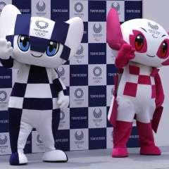 Miraitowa, la mascota de los Juegos Olímpicos; y Someity, la mascota paralímpica, saludan durante su presentación. Foto: AP