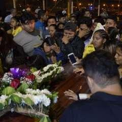 Dolor y luto en el recibimiento de los cuerpos de los hinchas fallecidos. Foto: API