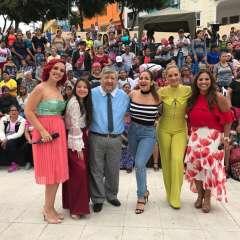 Elenco de la novela de Sharon hechiza la Plaza Colón.