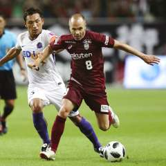El español hizo el tanto del empate ante el líder del torneo japonés, Sanfrecce Hiroshima. Foto: Takumi Sato/Kyodo News via AP