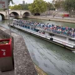 Uno de los que más polémica ha causado es el urinario ubicado cerca de la catedral de Notre Dame.