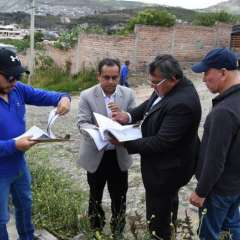 Autoridades revisando los predios a dimisión. Foto: Tomada de Diario El Norte Ec.