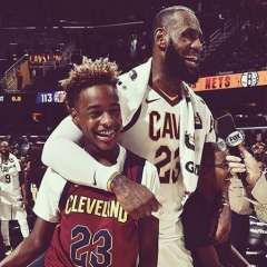 LeBron James junto a su hijo de 13 años, quien ya juega en un club de baloncesto. Foto: @kingjames