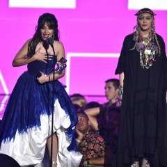 Camila Cabello derrotó a Drake, Mars, Cardi B, Ariana Grande y Post Malone como artista del año. Foto: AP