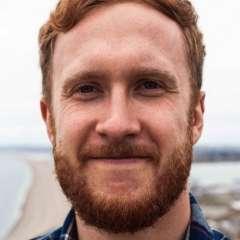 Ahora, a sus 26 años, Luke Watkin ayuda a jóvenes que padecen su mismo problema.
